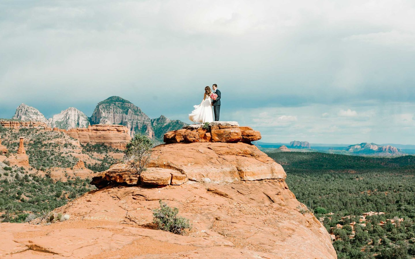 bride groom in boynton canyon sedona